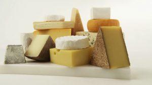 138220649-plateau-de-fromages-morceau-de-fromage-sorte-de-fromage-offre